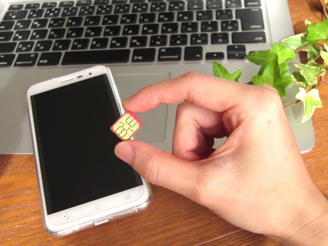 SIMカードとスマホの比較