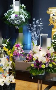 祭壇に飾られた仏花