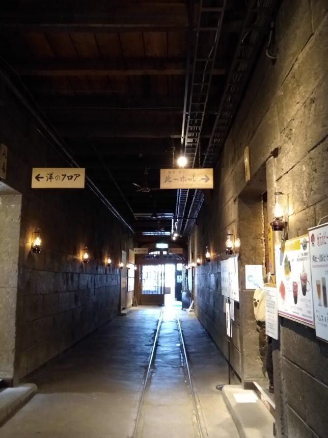 ホールの入り口の案内