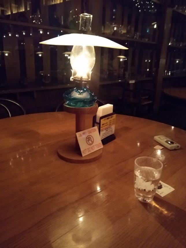 テーブルの上のランプの紹介